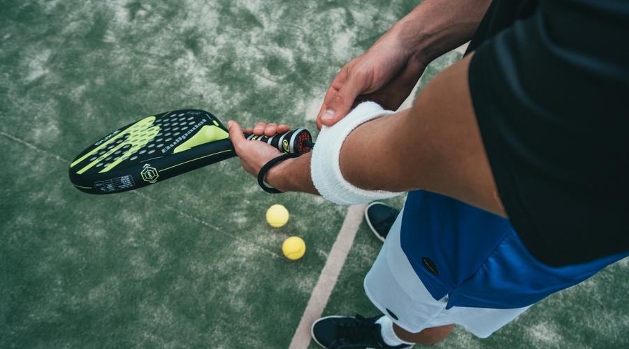 Gomito del tennista: 6 consigli per evitarlo