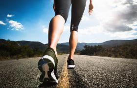Artrosi di ginocchio, camminare un'ora al giorno aiuta molti ma non tutti