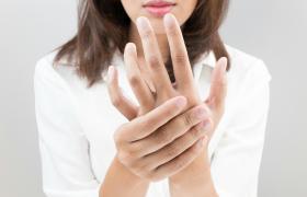 Dolore al pollice, l'intervento chirurgico è l'unica soluzione?
